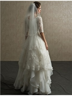 Classical Tiereds Half-Sleeves Beaded Lace Appliques Floor-Length A-Line Wedding Dress
