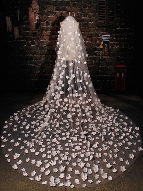 Flowers Tulle Bridal Long Veil with Comb