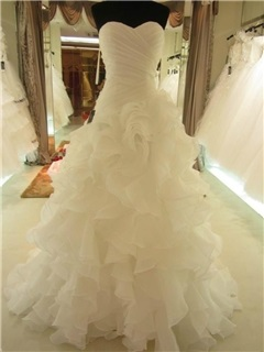 Strapless Organza Ruffles Lace-Up Ball Gown Wedding Dress