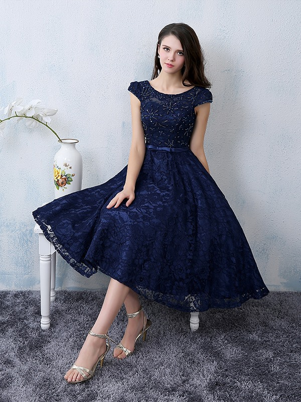Cool Scoop Neck Beading Knee-Length Lace Homecoming Dress