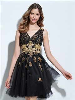 V-Neck Appliques Short Black Cocktail Dress 3