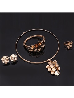 Gold Alloy Flower Pendant Jewelry Set