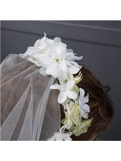 Graceful Wedding Veil With Flower Comb