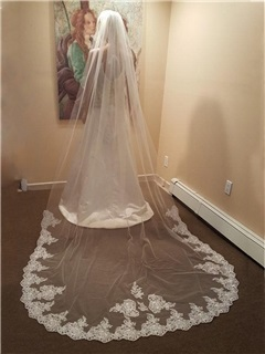 Superior Tulle Wedding Veil with Appliques Edge