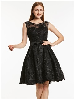 Scoop Neck Sleeveless Lace A Line Homecoming Dress 2