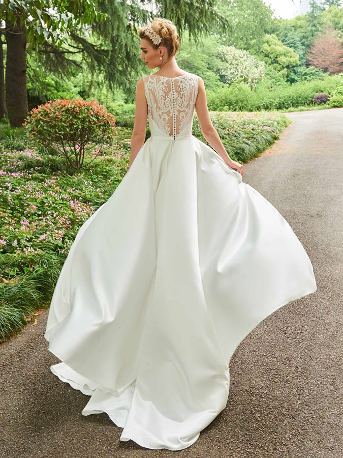 Delicate Straps Bowknot Sequined Lace Wedding Dress