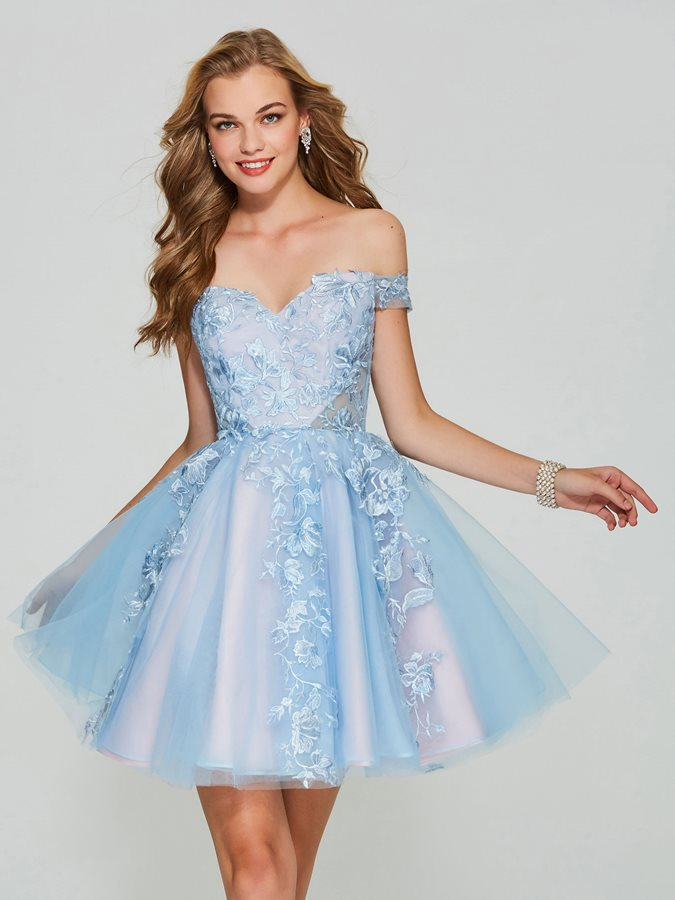 Exquisite A-Line Short Sleeves Appliques Lace Mini Homecoming Dress