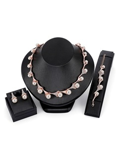 Hot Sale Floral Shape Pearl Decorated Three-Piece Jewelry Sets