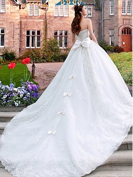Luxurious Sweetheart Cathedral A Line Train Lace Bowknot Wedding Dress