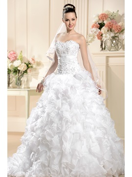 Elegant Ball Gown Sweetheart Floor Length Chapel Pleats Beadings Wedding Dress