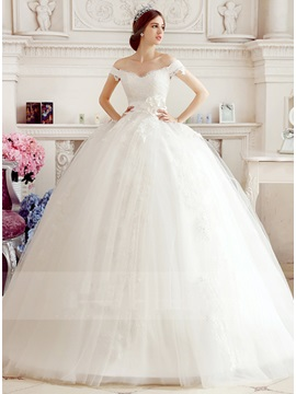 Exceptional Off The Shoulder Lace Appliques Flower Wedding Dress