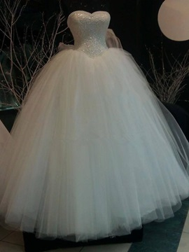 Sweetheart Sleeveless Pearls Ball Gown Wedding Dress