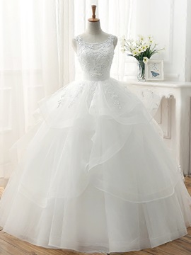 Lace Appliques Scoop Neck Tiered Ruffles Tulle Ball Gown Wedding Dress