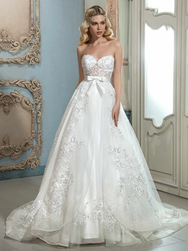 Elegant Sweetheart Appliques A Line Wedding Dress