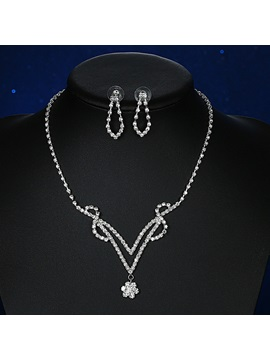 Beautiful Crystal Wedding Jewelry Set Including Necklace And Earrings