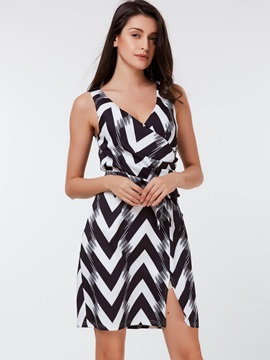 Sleeveless Wave Out Print Pleated Day Dress