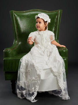 Pretty Appliques Button Baby Girls Christening Gown With Bonnet