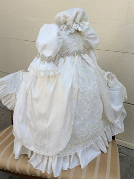 Delicate Crystal Waist Appliques Lace Baby Girls Christening Gown
