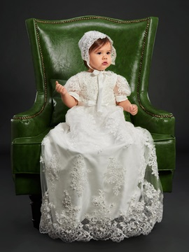 Lovely Short Sleeves Pearls Appliques Girls Christening Gown
