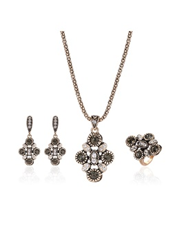 Flower Shaped Diamanted Three Piece Jewelry Sets