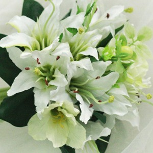 Attractive 10 Pieces Green White Silk Cloth Lily Wedding Bridal Bouquet