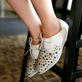 Stars Printed Pointed Toe Lace-Up Flats