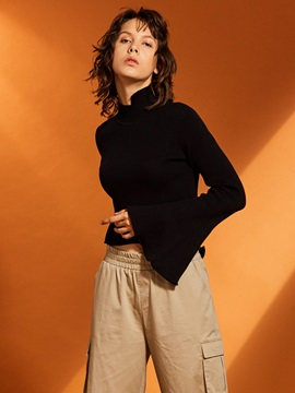 Turtleneck Flare Sleeve Short Women's Sweater