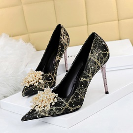 Pointed Toe Slip-On Rhinestone Banquet Thin Shoes