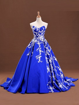 Sweetheart Appliques Court Train Quinceanera Dress