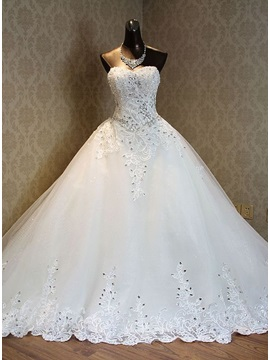 Luxurious Sweetheart Appliques Chapel Train A Line Wedding Dress & colored Hot Sale Wedding Apparel