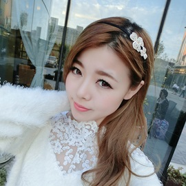 Delicate Flower Designed Diamond Hair Band