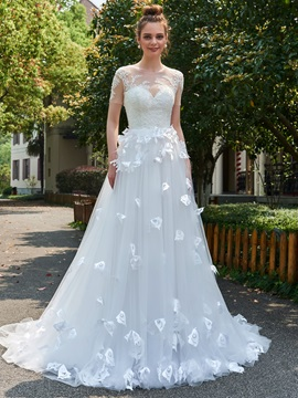 Superior Scoop Neck Appliques Short Sleeves Wedding Dress