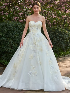 Dramatic Strapless Embroidery Appliques Ball Gown Wedding Dress