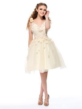 Fine A-Line V-Neck Straps Flowers Lace Knee-Length Homecoming Dress