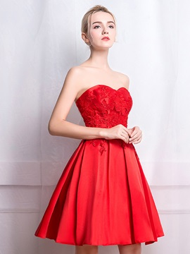 Sweetheart Appliques Short Red Homecoming Dress