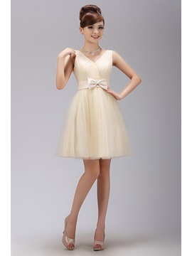 Lovely Straps V-Neck A-Line Bowknot Sweet 16/Homecoming Dress