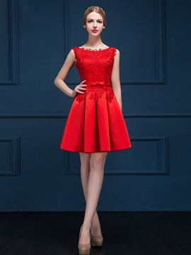Bateau Neck Short Matte Lace Homecoming Dress