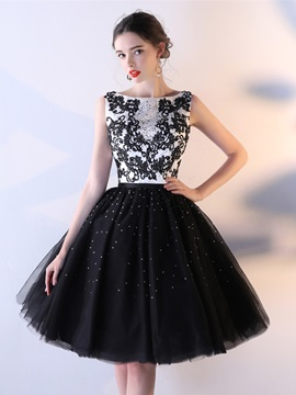 Elegant Bateau A-Line Appliques Beaded Crystal Knee-Length Homecoming Dress