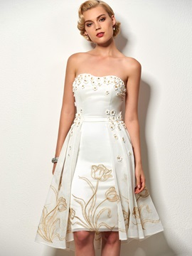 Delicate A-Line Strapless Lace Knee-Length Cocktail Dress & amazing Designer Dresses