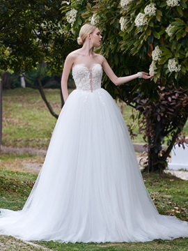 Fancy Sweetheart Neck Appliques Flowers Ball Gown Wedding Dress