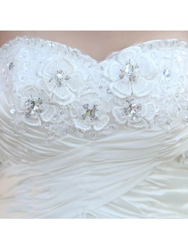 Stunning Ball Gown Floor-Length Sweetheart Beadings Wedding Dress