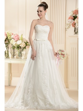 Graceful A-Line Sweetheart Floor-Length Court Train Lace Wedding Dress
