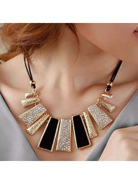 Geometrical Pendant with Rhinestone Necklace