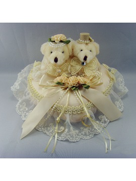 Ring Pillow With Vigorous Bear Lace