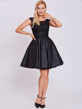 Cap Sleeves Scoop Neck Lace Appliques A Line Homecoming Dress