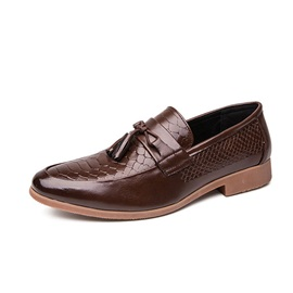 Embossed Leather Round Toe Men's Leather Shoes