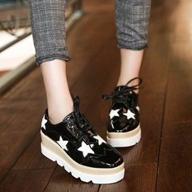 Stars Round Toe Lace-Up Sneakers