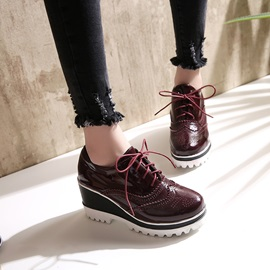 Thread PU Lace-Up Wedge Heel Casual Sneakers