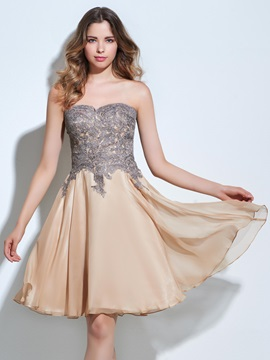 Strapless A-Line Appliques Knee-Length Homecoming Dress