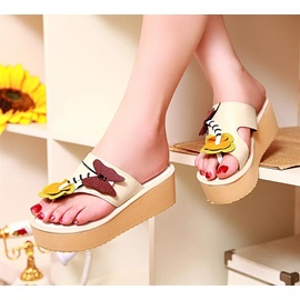 PU Applique Tong Wedge Sandals